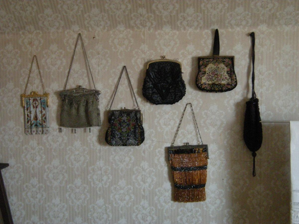 Deodorizing Purses | Association for Library Collections